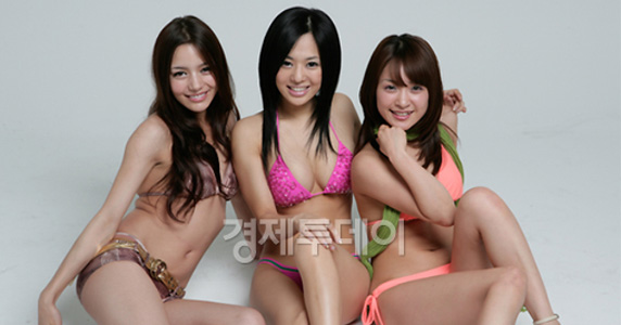 Rio (Tina Yuzuki), Aoi Sora, and Mihiro (Mihiro Taniguchi)